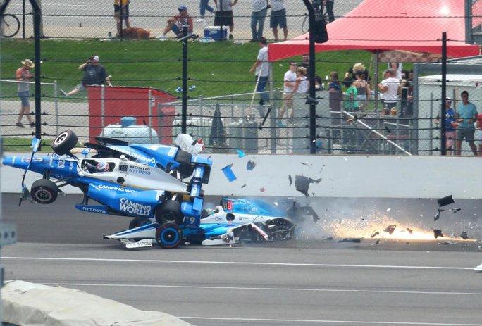 Tay đua thoát chết kỳ diệu sau tai nạn kinh hoàng - Ảnh 3.