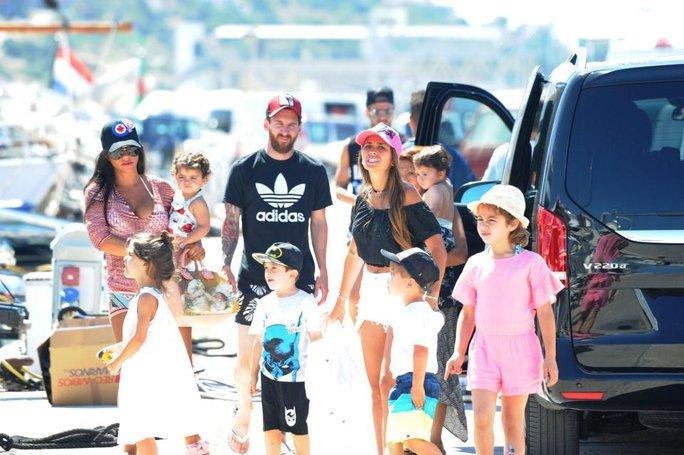Gia đình Messi, Suarez, Fabregas họp mặt trên đảo - Ảnh 2.
