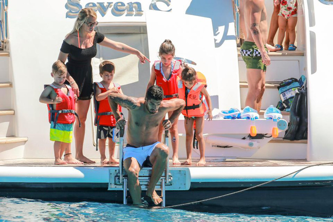 Gia đình Messi, Suarez, Fabregas họp mặt trên đảo - Ảnh 5.
