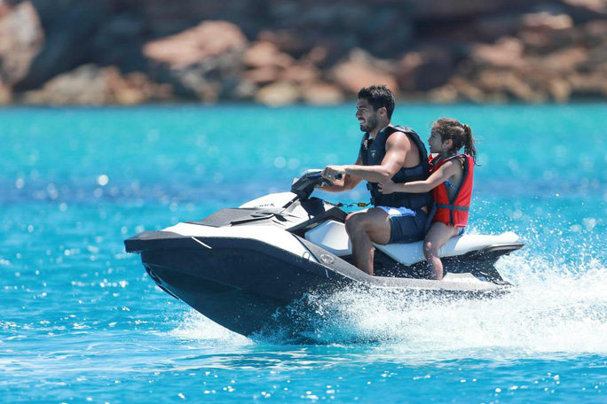 Gia đình Messi, Suarez, Fabregas họp mặt trên đảo - Ảnh 7.