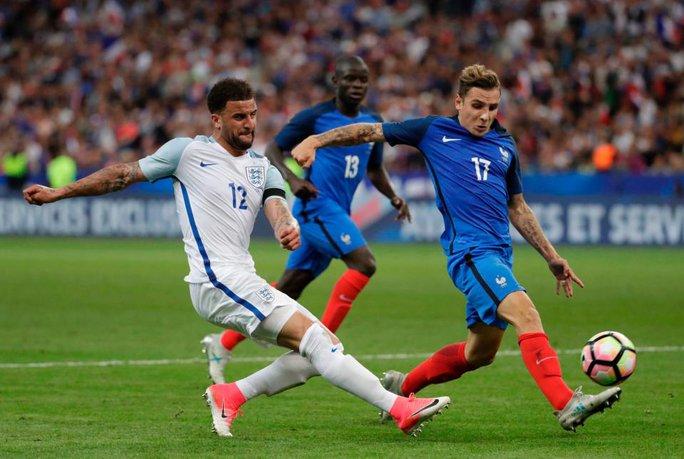Guardiola muốn mua trò cũ Alves - Ảnh 3.