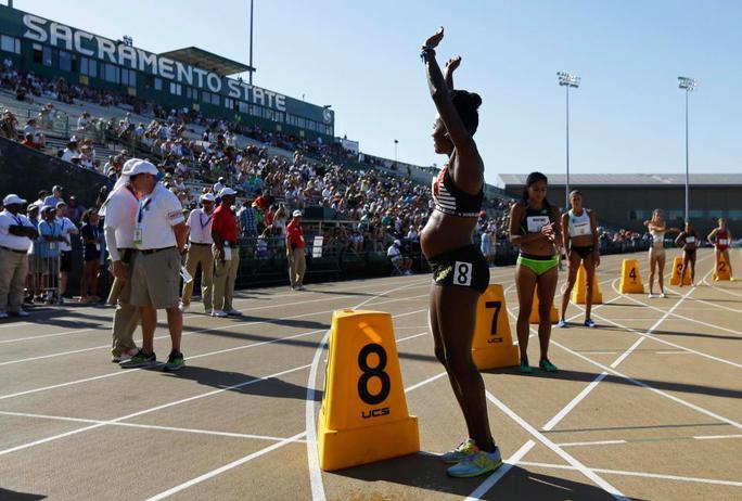 Bà bầu 5 tháng gây sốc với đường đua 800 m - Ảnh 1.