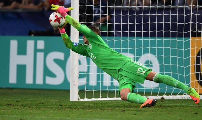 Thủ môn U21 Đức xài bùa để loại U21 Anh? - Ảnh 2.
