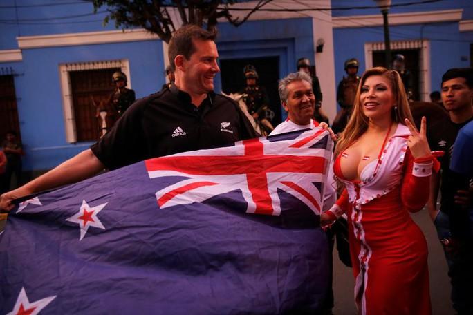 Người đẹp khoe vòng 1 mừng Peru dự World Cup - Ảnh 3.