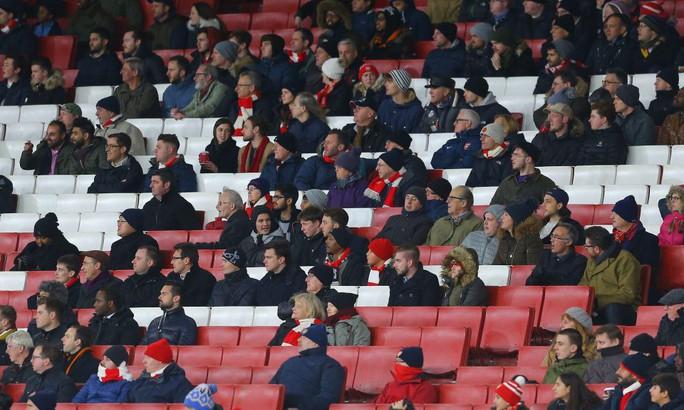 Arsenal đón lượng CĐV thấp kỷ lục ở cúp châu Âu - Ảnh 2.