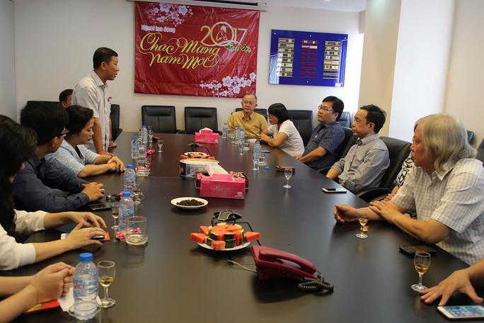 Lãnh đạo LĐLĐ TP HCM thăm và chúc Tết Báo Người Lao Động sáng 2-2