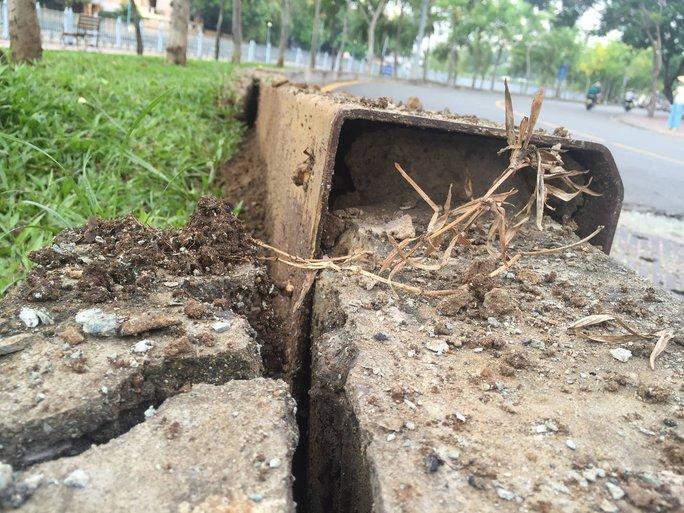 Hai hố ga phát nổ ven kênh Nhiêu Lộc - Ảnh 2.