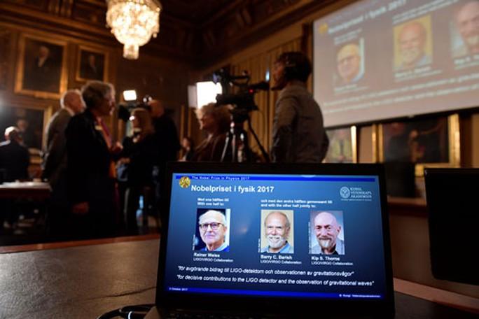 Nobel Vật lý 2017 vinh danh khám phá mở cửa sổ trên vũ trụ - Ảnh 1.