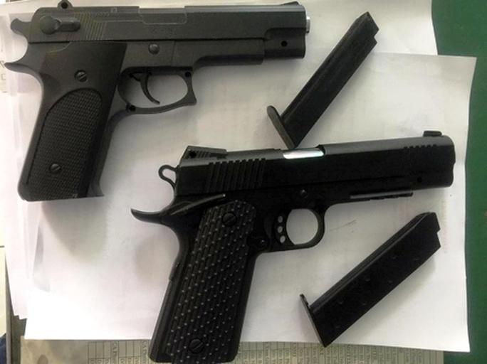 Lời khai thanh niên dùng súng dọa xử tài xế taxi - Ảnh 2.