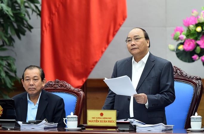 Thủ tướng Nguyễn Xuân Phúc lo lắng trước tăng trưởng kinh tế quý I thấp - Ảnh: Quang Hiếu