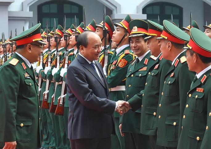 Thủ tướng đến kiểm tra công tác sẵn sàng chiến đấu của Tổng cục Tình báo (Bộ Quốc phòng) - Ảnh: Quang Hiếu