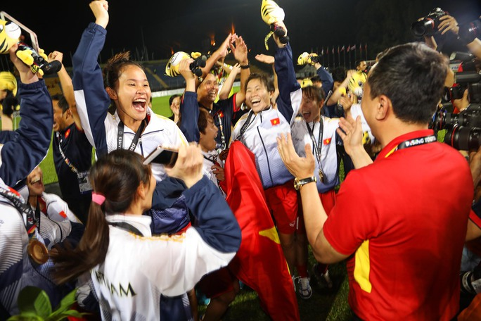 Nữ Việt Nam vô địch: Vui sao nước mắt lại trào - Ảnh 10.