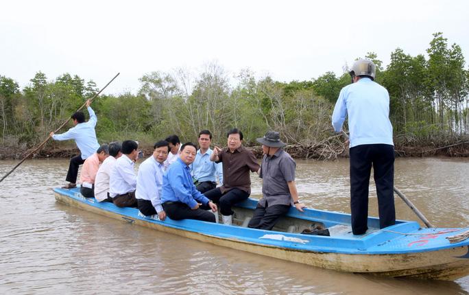 Phó Thủ tướng thị sát 240 km sạt lở, mất 500ha đất/năm ở ĐBSCL - Ảnh 1.