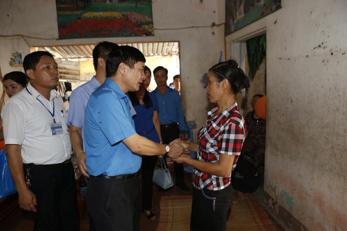 Chủ tịch Tổng LĐLĐ chia buồn gia đình nạn nhân vụ cháy tại Hà Nội - Ảnh 1.