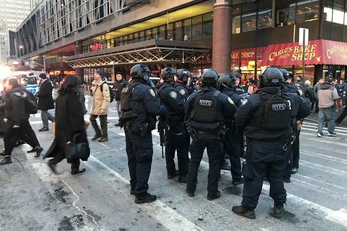 Nổ lớn ở New York, người dân cuống cuồng sơ tán - Ảnh 4.