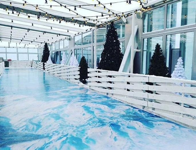 Sân trượt băng tại tòa nhà OKO. Ảnh: Moscow City Online