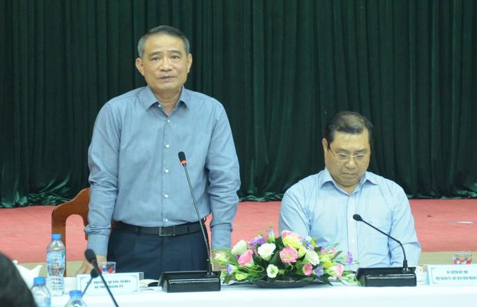 Đà Nẵng họp khẩn khắc phục thiệt hại do mưa bão trước giờ khai mạc APEC - Ảnh 1.