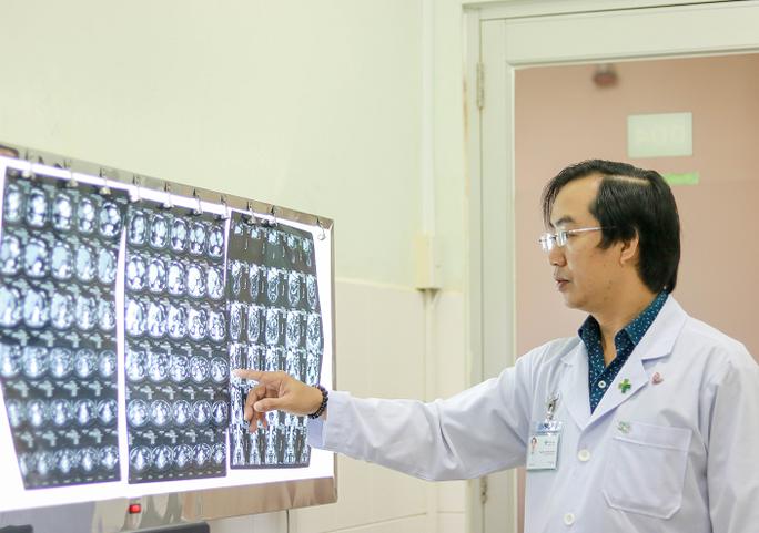 Hi hữu xương cá đâm thủng ruột bệnh nhân hơn nửa tháng - Ảnh 1.