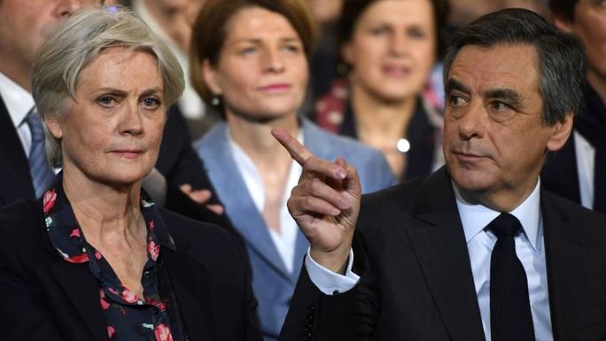 Ông Francois Fillon nói công việc của vợ ông, bà Penelope, có thật Ảnh: Sky News