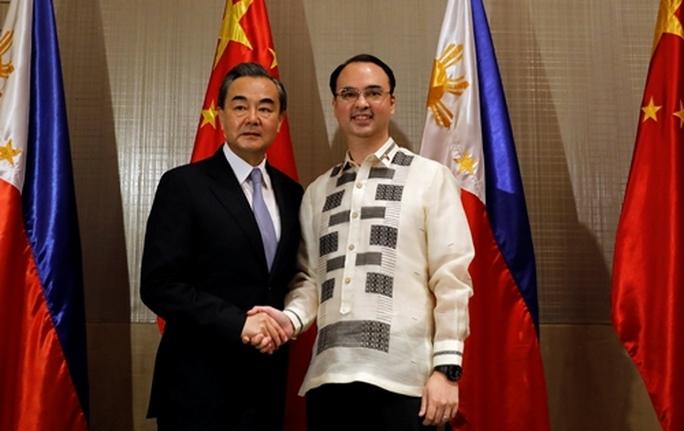 Việt Nam phản ứng về việc Philippines hợp tác khai thác dầu khí với Trung Quốc - Ảnh 1.