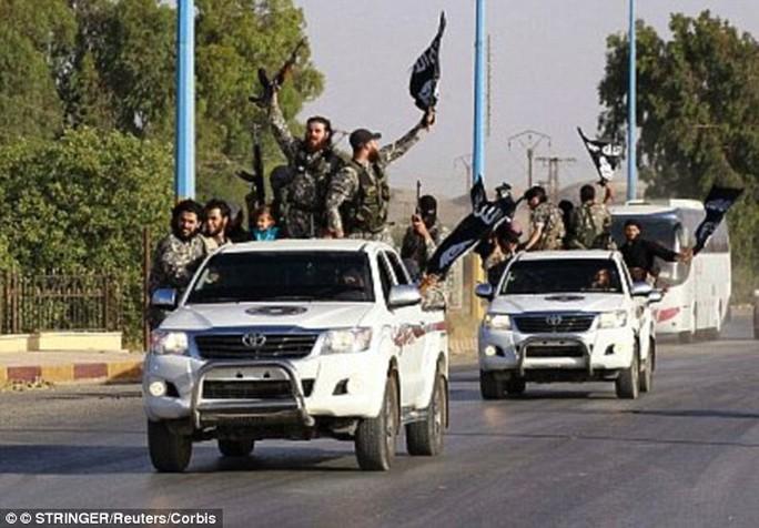 Liên minh do Mỹ dẫn đầu đang nhằm mục tiêu không kích vào Raqqa, Syria. Ảnh: Daily Mail