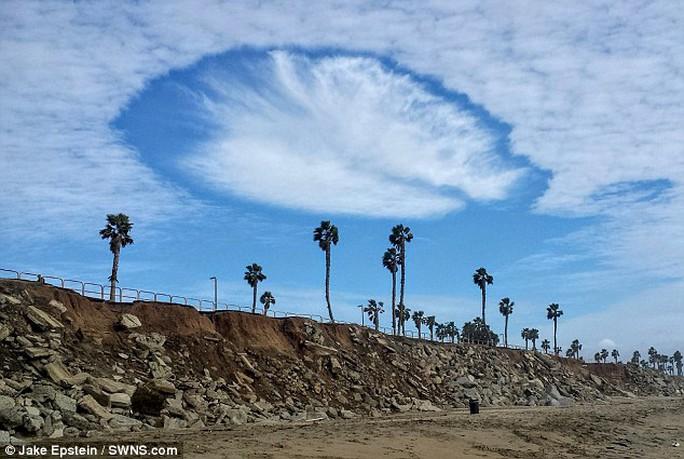 Đám mây lạ khiến người dân ở California, Mỹ sửng sốt. Ảnh: Daily Mail