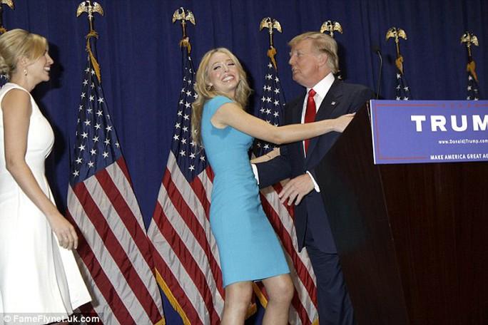 Tiffany Trump (giữa) là một cô gái khá kín tiếng. Ảnh: Daily Mail