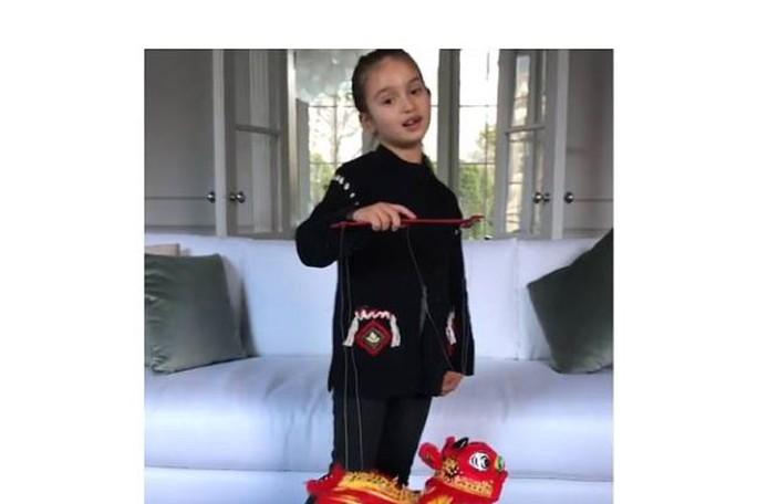 Arabella khiến cư dân mạng Trung Quốc phát sốt