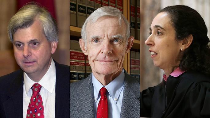 Từ trái sang, các Thẩm phán Richard R. Clifton, William Canby, và Michelle T. Friedland.Ảnh: AP
