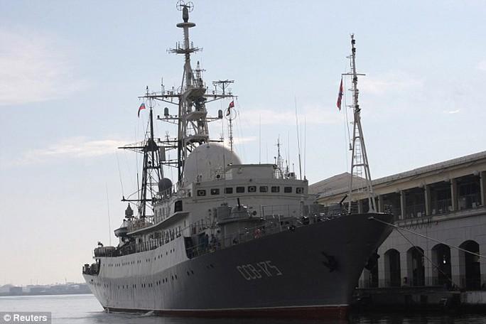 Tàu thu tập tình báo SSV-175 Viktor Leonov của Nga. Ảnh: Reuters
