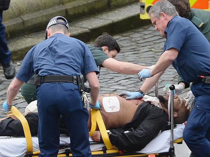 Kẻ tấn công thiệt mạng sau khi bị thương nặng. Ảnh: Independent