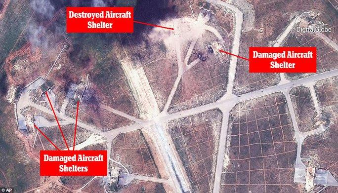 Những khu vực chứa máy bay bị phá hủy và bị hư hại sau vụ tấn công của Mỹ. Ảnh: AP