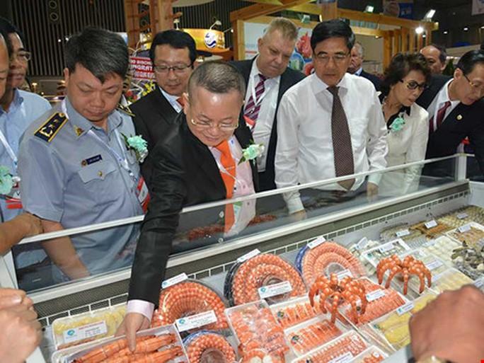 Tôm Việt cũng như nhiều mặt hàng xuất khẩu nguy cơ bị áp thuế cao vì bị vạ lây từ doanh nghiệp Trung Quốc. Ảnh: QUANG HUY