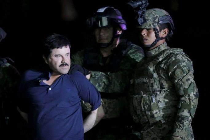"Guzman ""El Chapo"" bị bắt ở Mexico City hồi năm 2016. Ảnh: REUTERS"