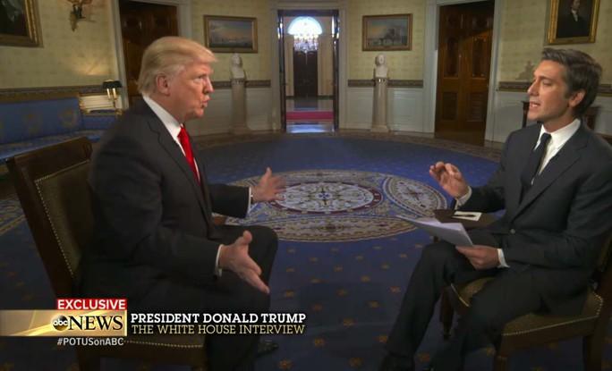Tổng thống Donald Trump trong cuộc phỏng vấn của đài ABC tại Nhà Trắng hôm 25-1. Ảnh: ABC