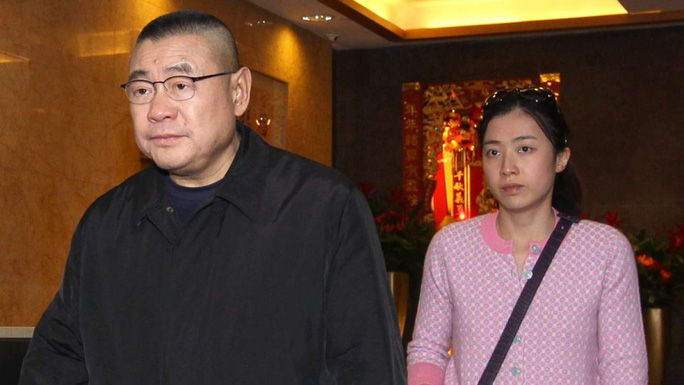 Ông trùm bất động sản Lưu Loan Hùng và vợ Ảnh: SCMP
