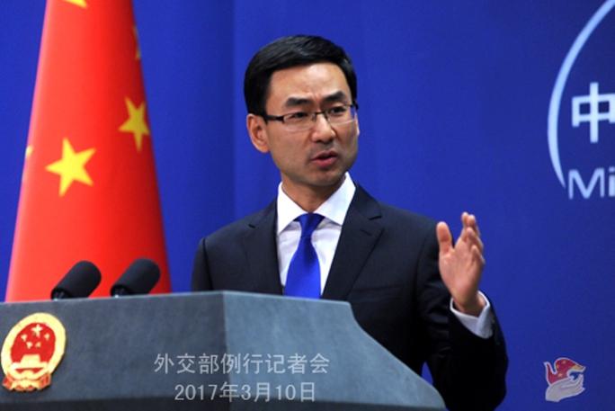 Người phát ngôn Bộ Ngoại giao Trung Quốc Cảnh Sảnh tại cuộc họp báo ngày 10-3 Ảnh: PHILSTAR