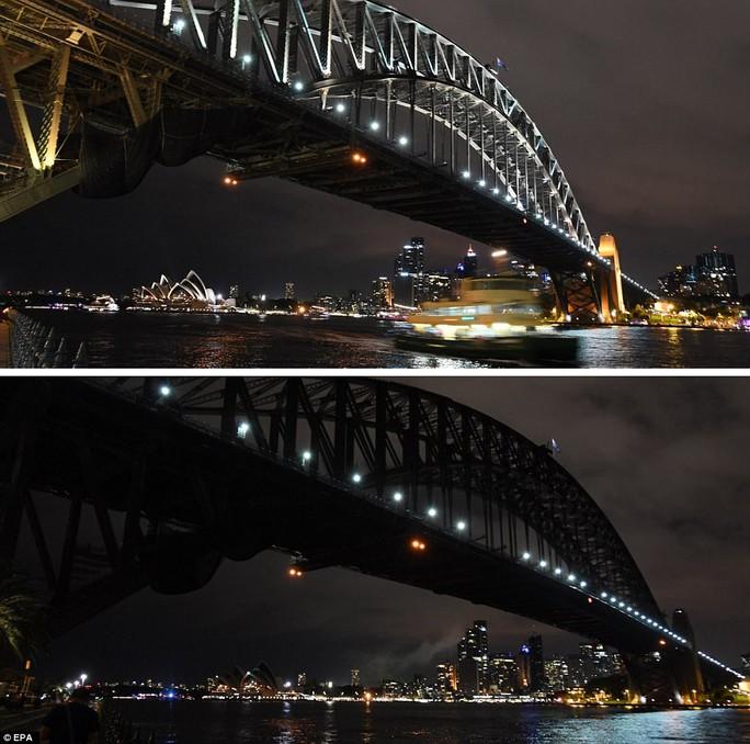 Cầu cảng Sydney - Úc tham gia chương trình Giờ Trái đất. Ảnh: EPA
