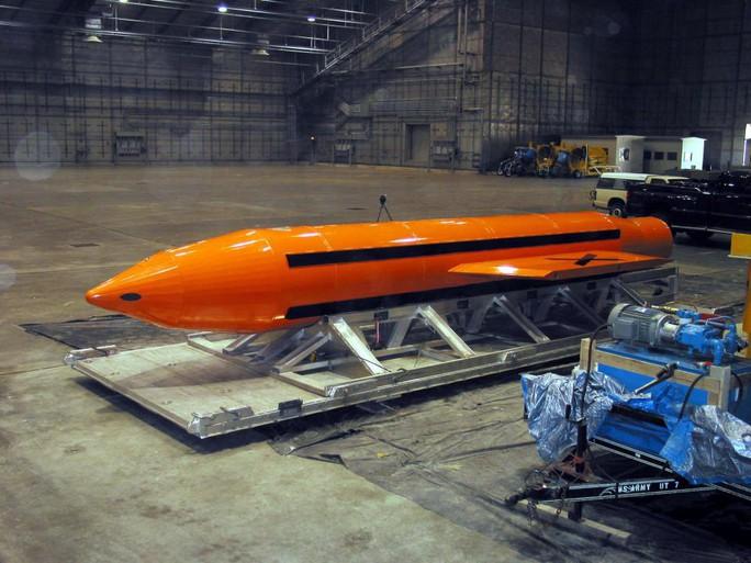 Một quả bom phi hạt nhân GBU-43 của Mỹ. Ảnh: EPA