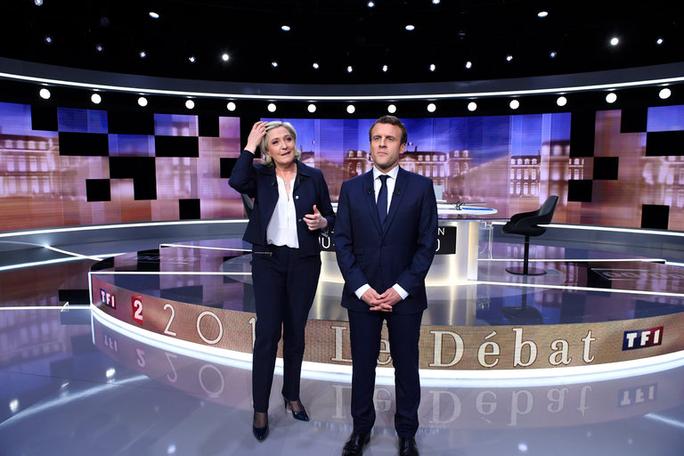 Hai ứng viên Le Pen và Macron trong cuộc tranh luận trên truyền hình. Ảnh: New York Times