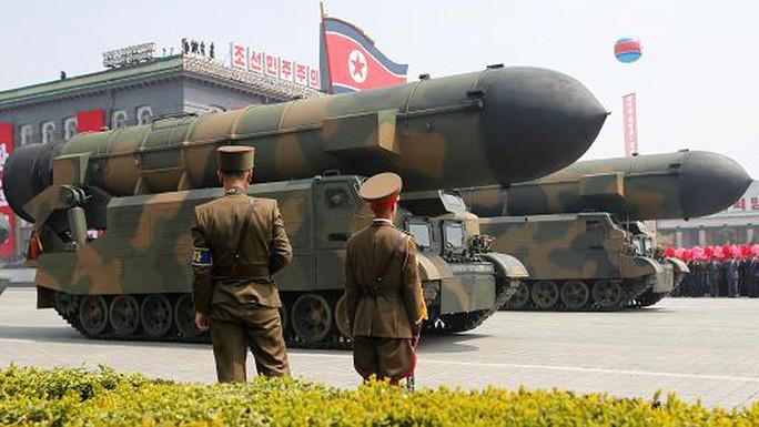 Trung Quốc mở màn sự kiện trọng đại, Triều Tiên phóng tên lửa  - Ảnh 1.