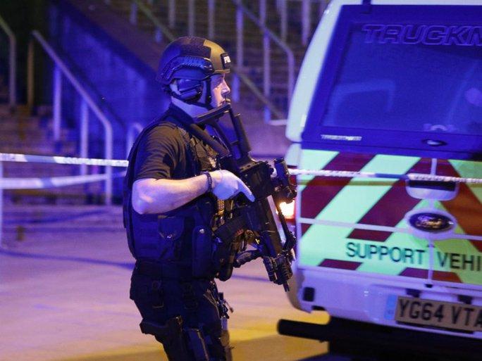 Anh: Nổ lớn nghi do khủng bố, 81 người thương vong - Ảnh 2.