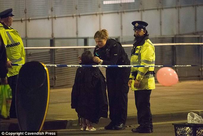 Vụ đánh bom ở Anh: Bắt một người đàn ông 23 tuổi - Ảnh 2.