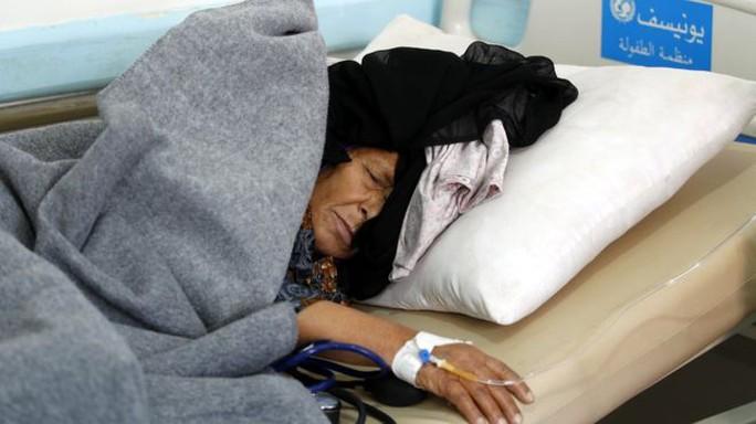"""Tiền cứu trợ """"hứa nhiều mà chẳng thấy"""", Yemen đối mặt sụp đổ  - Ảnh 1."""