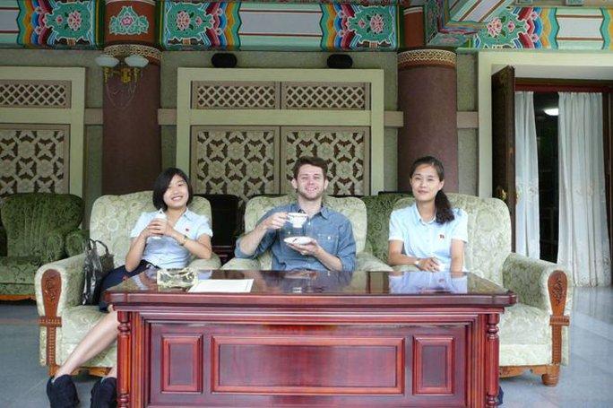 Gặp chàng sinh viên Anh mê du học Triều Tiên - Ảnh 1.