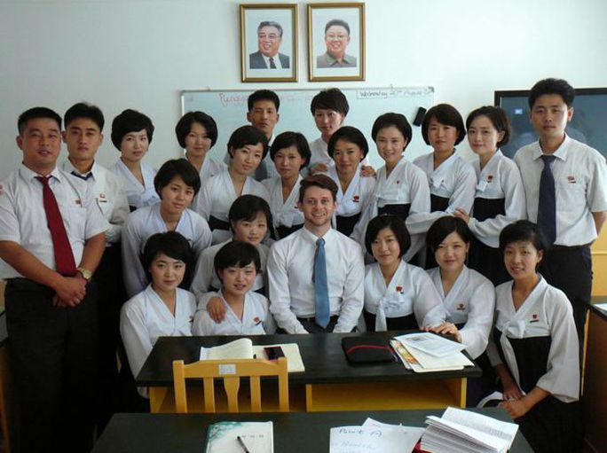 Gặp chàng sinh viên Anh mê du học Triều Tiên - Ảnh 4.