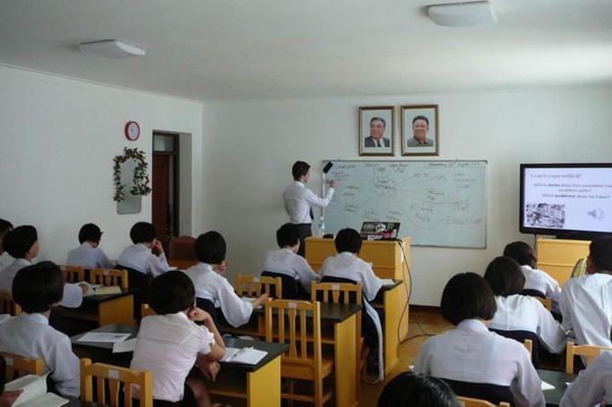 Gặp chàng sinh viên Anh mê du học Triều Tiên - Ảnh 5.
