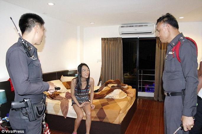 Du khách Anh khỏa thân rơi lầu khách sạn - Ảnh 2.