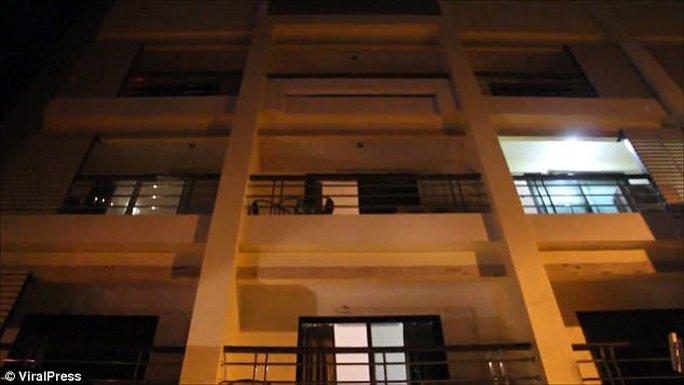 Du khách Anh khỏa thân rơi lầu khách sạn - Ảnh 3.