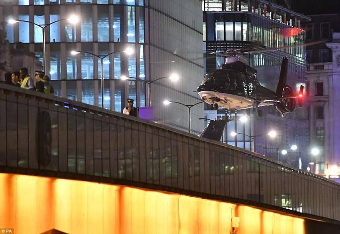 Vụ tấn công chấn động London: Lời kể của tài xế taxi anh hùng - Ảnh 1.